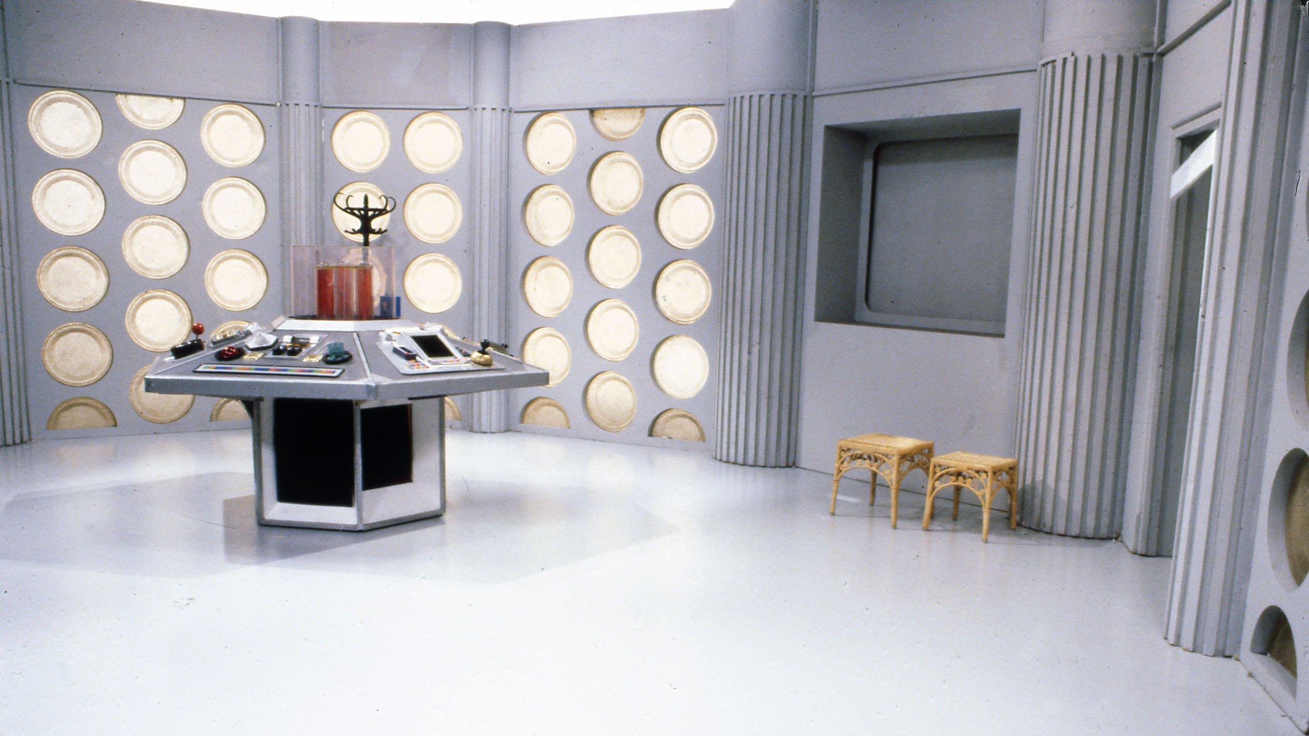 1983_Doctor_Who_Tardis